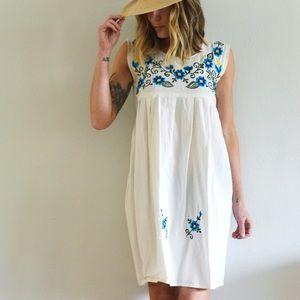 Darling vintage embroidered dress, OS